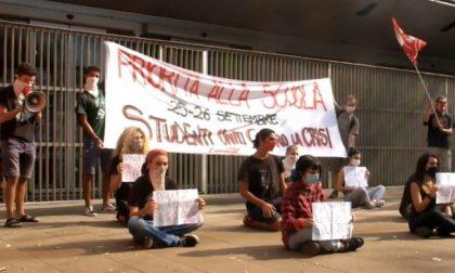 Studenti in piazza per ridare priorità alla scuola