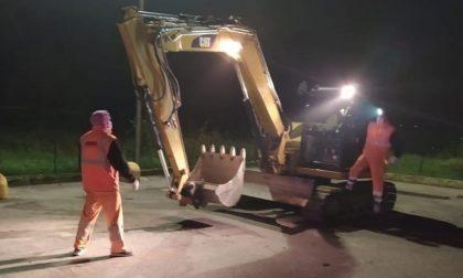 Escavatore rubato lungo la Statale 36: il mezzo ritrovato dalla Polizia Stradale