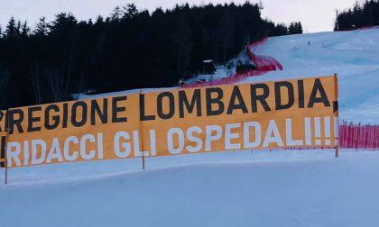 """""""Regione Lombardia, ridacci gli ospedali!"""", la protesta arriva alla Coppa del Mondo di Sci"""