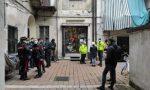 30enne muore in un negozio di armi