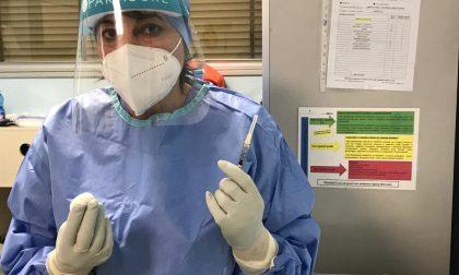 Con la Pasqua frenano i vaccini: in Lombardia poco più di 7mila
