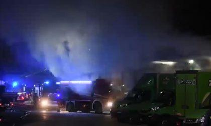 Il video del magazzino Amazon che brucia