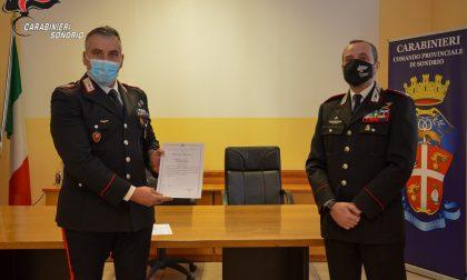 Salvarono due anziani dall'auto che stava per incendiarsi, premiati due carabinieri
