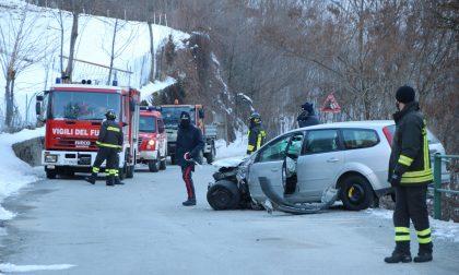 Incidente stradale, due in ospedale - FOTO
