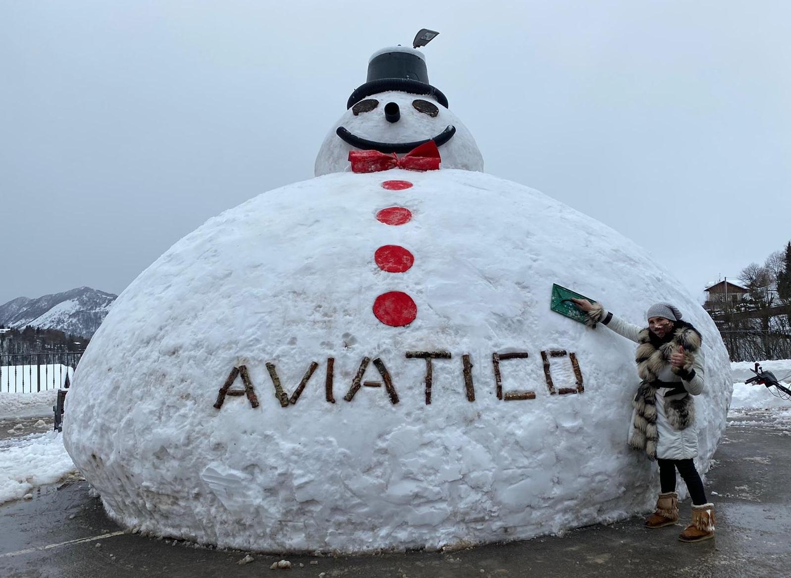 5,25 metri di altezza, pupazzo di neve record - Prima la Valtellina