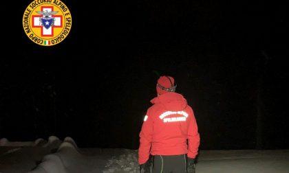 Problema a una gamba mentre fa snowboard, ragazzo soccorso