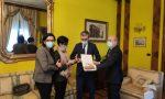 Prete assassinato a Como: Medaglia d'oro al Merito Civile consegnata alla madre di don Roberto