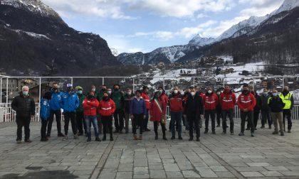 """Compatti per la ripartenza del settore """"Montagna"""", le foto del grande flash mob"""