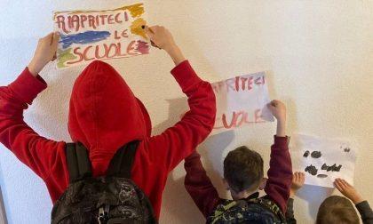Covid: i genitori protestano e scrivono al Garante chiedendo il ripristino della scuola in presenza
