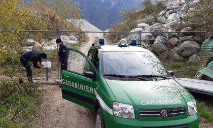 Blitz dei Carabinieri Forestali, tre denunciati e deposito di inerti sotto sequestro
