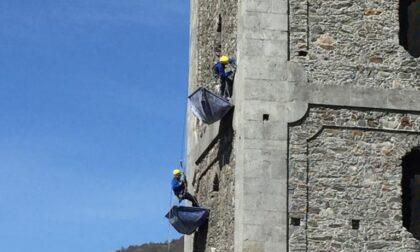 Sondrio: il video dei tecnici acrobatici che ristrutturano il campanile