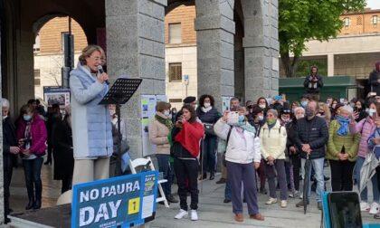 """In 600 a cantare """"la pandemia è una fesseria"""", a Bergamo il """"No paura day"""""""