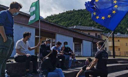 Giovani in piazza per discutere sull'Europa