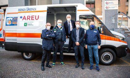 Nuovo mezzo all'Areu per potenziare il servizio di vaccinazione in Lombardia donato da Cancro Primo AIuto
