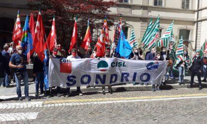 Sicurezza sul lavoro, i sindacati manifestano davanti alla prefettura