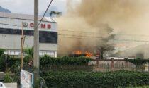 Deposito di vernici in fiamme a Mandello