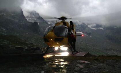 Cade un pezzo di roccia e rimane ferita, scalatrice infortunata a 3350m di quota