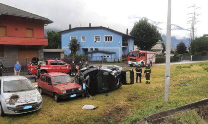Auto ribaltata a Talamona, 22enne in ospedale
