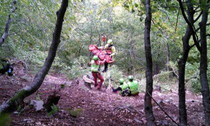 Va in cerca di funghi ma scivola nel bosco, uomo grave a Talamona